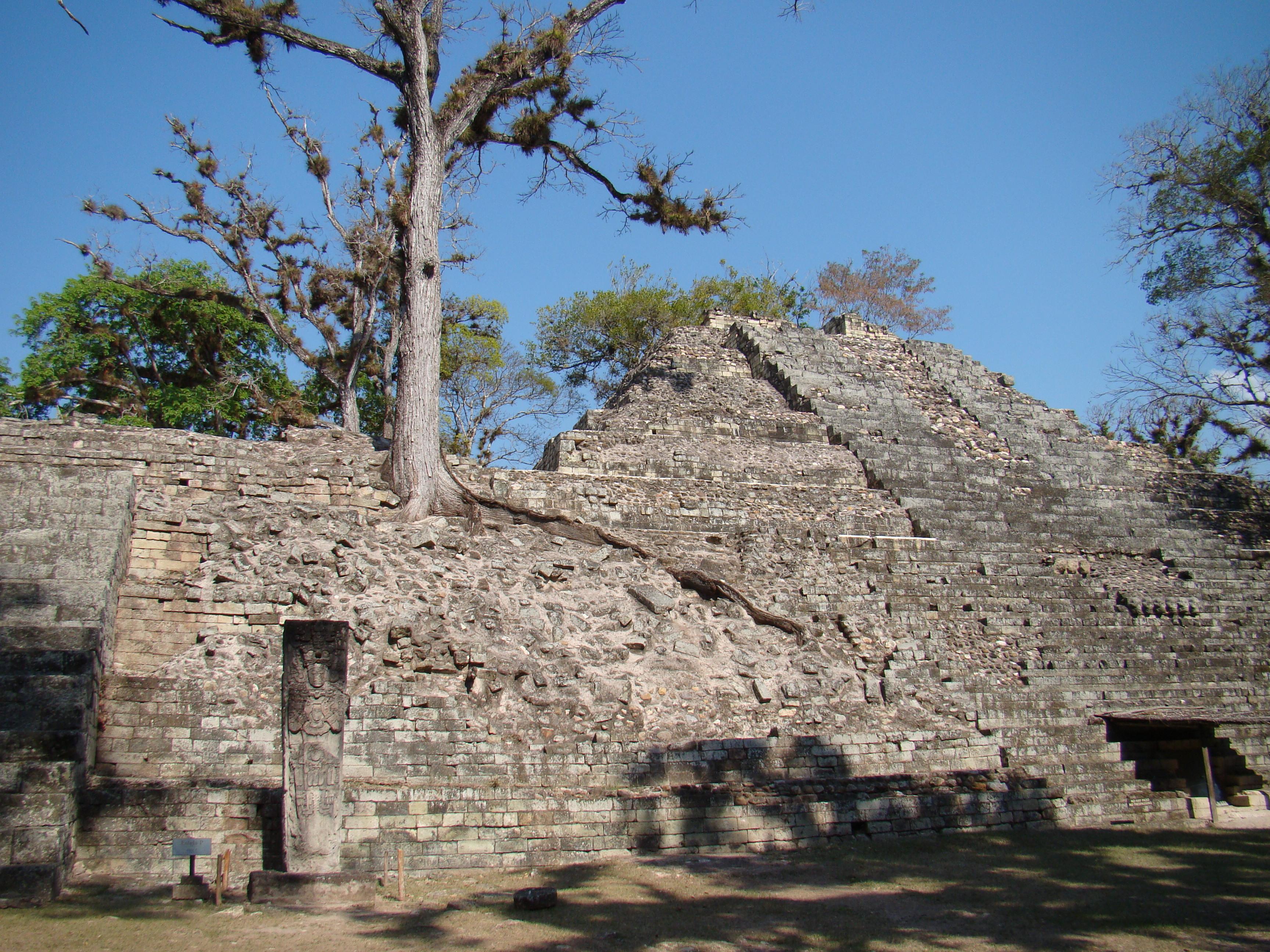 Templo 16 o Templo Rosalila